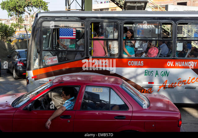 Lima, Peru.  Morning Traffic Heading into Central Lima from the Airport. - Stock Image