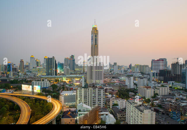 Bangkok Cityscape at twilight with main traffic - Stock-Bilder