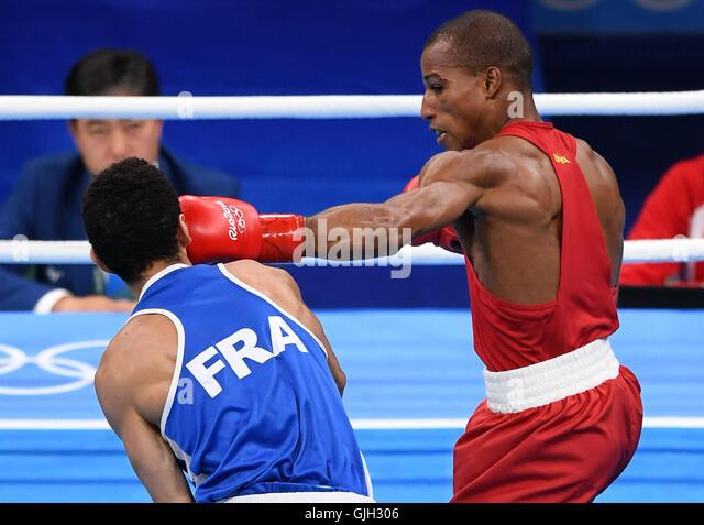 Rio De Janeiro, Brazil. 16th Aug, 2016. Brazil's Robson Conceicao (R) competes against France's Sofiane - Stock-Bilder
