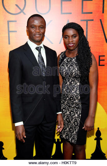 Robert Katende (L) and Ugandan chess player Phiona Mutesi (R), who are portrayed in 'Queen of Katwe,' pose - Stock-Bilder