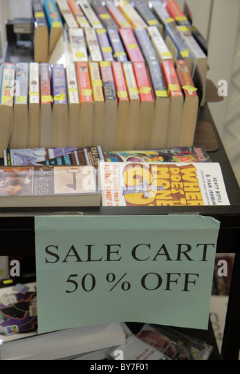 North Carolina Hayesville bookstore small business shopping book paperback sale cart half price bargain - Stock Image