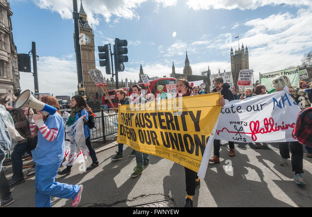 London, UK. 6th April, 2016. The 'Bursaries or Bust' march with the nurses in front of the Houses of Parliament - Stock Image