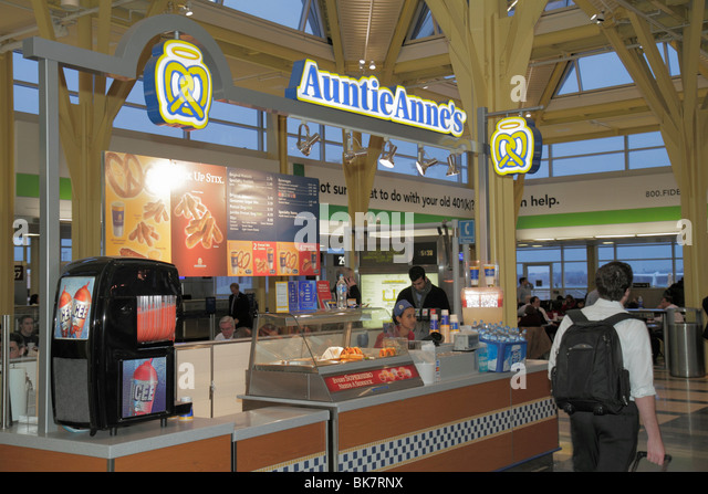 Virginia Arlington Ronald Reagan Washington National Airport DCA terminal concession business snack fast food Auntie - Stock Image
