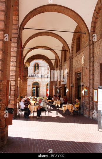 Arches provide shade at the 'Bar Belli', Amandola Piazza,Le Marche,Italy - Stock Image