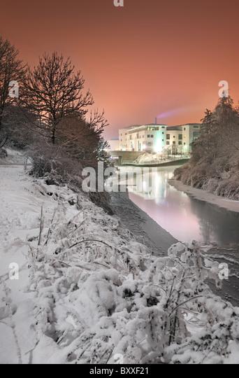 Lagan Valley Island center in December snow, Lisburn. - Stock-Bilder