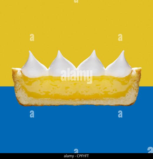 Lemon Meringue Pie, cross section showing the layers - Stock Image
