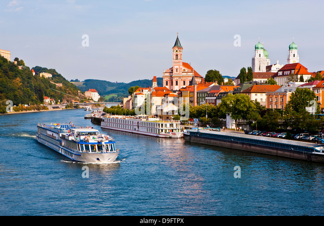 Cruise ship passing on the River Danube, Passau, Bavaria, Germany - Stock-Bilder