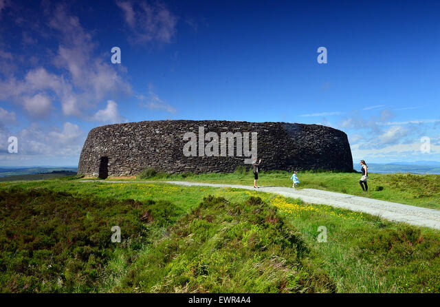 Burt, County Donegal. 30th June, 2015. Ireland weather: Glorious day in County Donegal. People visiting the ancient - Stock Image