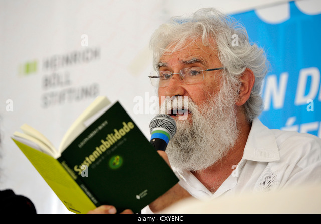 Leonardo Boff, a prominent liberation theologian, reads from his book 'Sustentabilidade', 'sustainability' - Stock Image