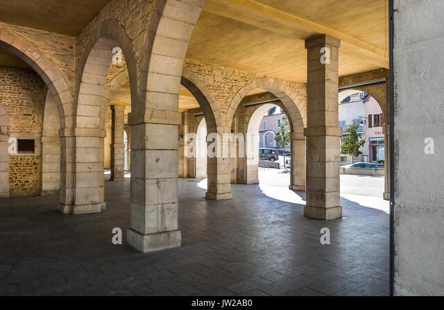 Arched market place under town hall building, Monein, Pyrénées-Atlantiques, France. - Stock Image