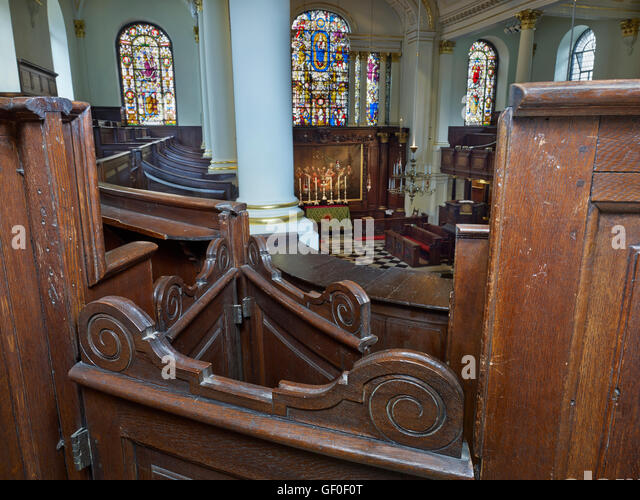 St George's Hanover Square. Pews with scroll-top doors in the gallery - Stock Image