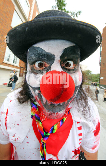London, UK. 8th Oct, 2016. Participants dressed as undead zombies for World Zombie Day in London © Paul Brown/Alamy - Stock Image