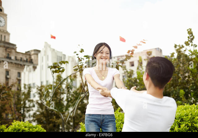 Tourist couple dancing, The Bund, Shanghai, China - Stock Image
