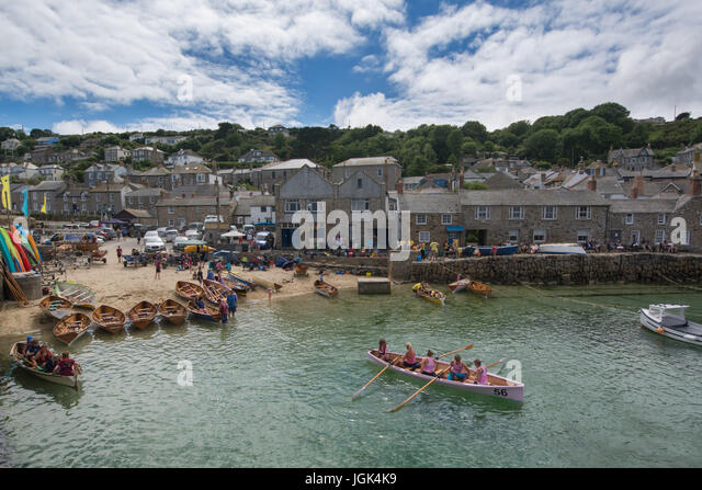 Mousehole, Cornwall, UK. 8th July 2017. UK Weather.  The warm weather lasted into Saturday in Mousehole, for the - Stock Image