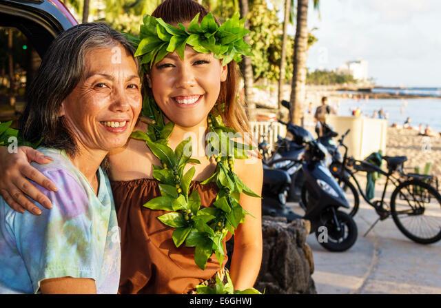 Hawaii Hawaiian Honolulu Waikiki Beach Kuhio Beach Park Hyatt Regency Hula Show woman free event dancer Asian woman - Stock Image