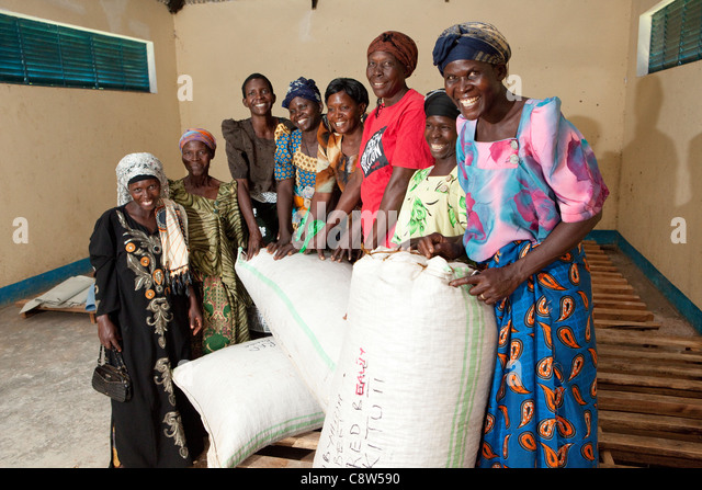 Members of a Reflect Circle seed bank, including Leya Chede (in red), gather together in Kituti village, Kibuku - Stock Image