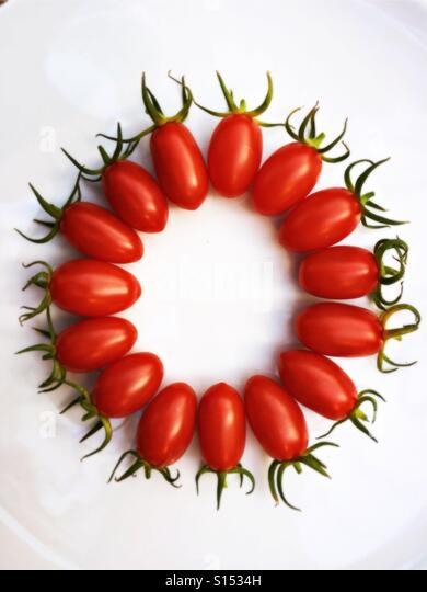 A plate of cherry tomatoes - Stock-Bilder