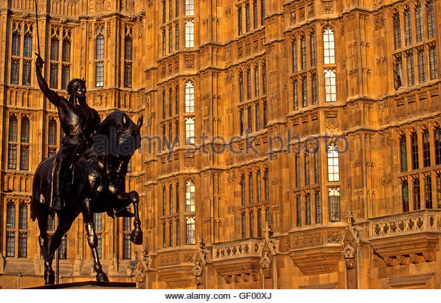 London, England. House of Parliament. Richard Ist statue - Stock Image