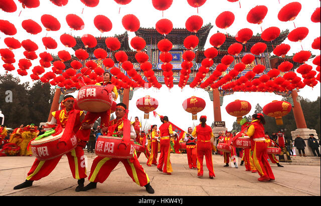 January 28, 2017 - Beijing, CHINA - A Chinese drum troupe performs during an event to celebrate the start of China's - Stock-Bilder