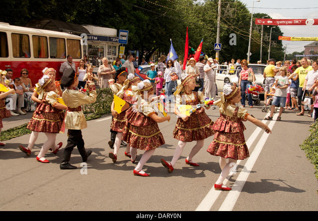children in russian national dress sang and danced on the street - Stock Image