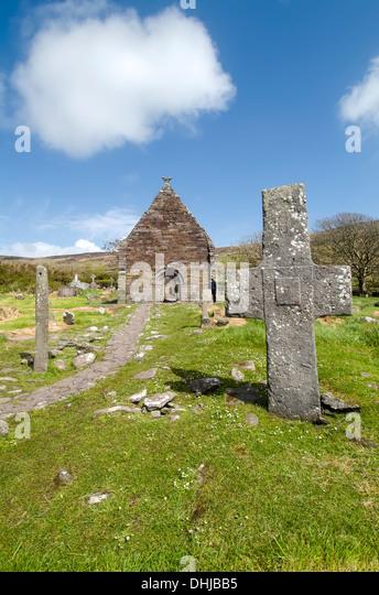 Kilmalkedar Church and cemetery, Slea Head Drive, Dingle, Ireland - Stock Image
