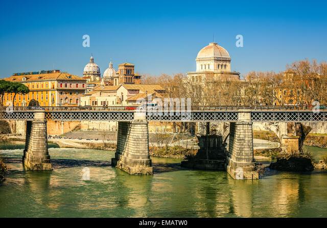 Tiber river in Rome, Italy - Stock-Bilder
