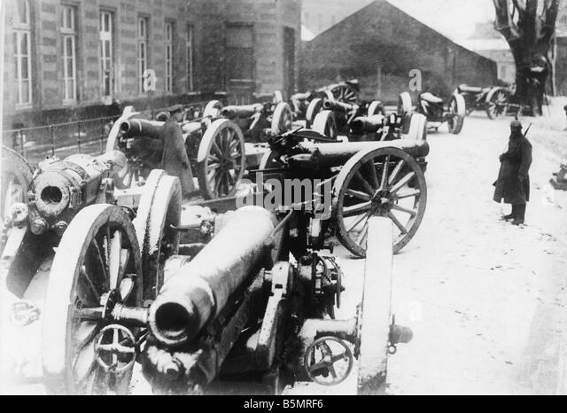 9 1917 11 20 A2 5 E Captured guns 1917 World War 1 1914 18 Western Front Tank battle at Cambrai 20th 29th Novem - Stock-Bilder