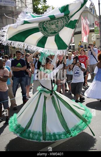 Berlin, Germany, June 8th, 2014: Dancer groups celebrate the Carnival oOf Cultures. - Stock-Bilder