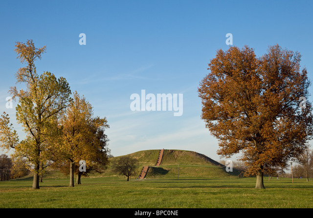 monks-mound-the-largest-man-made-earthen