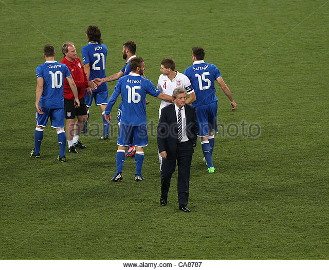 24/06/2012 Kiev. Euro 2012 Football. England v Italy. England coach Roy Hodgson departs followed by captain Steven - Stock-Bilder