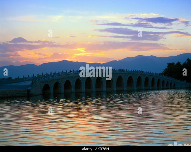 Seventeen Arch Bridge, Kunming Hu lake, Summer Palace, Beijing, China - Stock Image