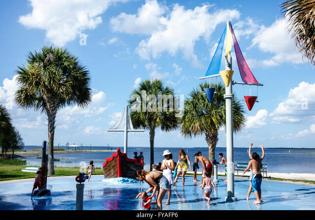 Florida St Saint Cloud Lakefront Park East Lake Tohopekaliga public fountain splash pad spray pool children playing - Stock Image