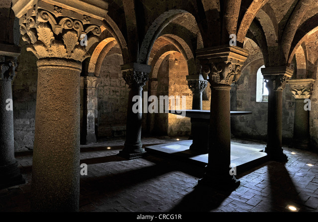 Altar in the underground pillared hall of the pagan crypt, 10th century, Cathedral of St. Sepulchre, Basilica Cattedrale - Stock-Bilder