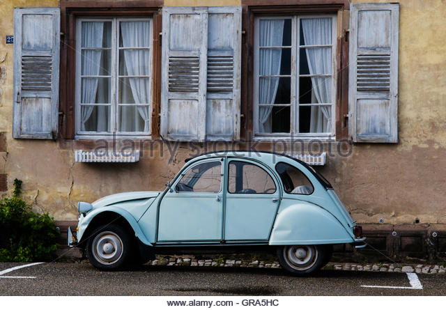 Citroen car stock photos citroen car stock images alamy for Garage citroen pezenas