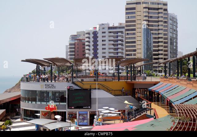 Peru Lima Miraflores Malecon de la Reserva upscale neighborhood oceanfront Larcomar shopping centre lifestyle center - Stock Image
