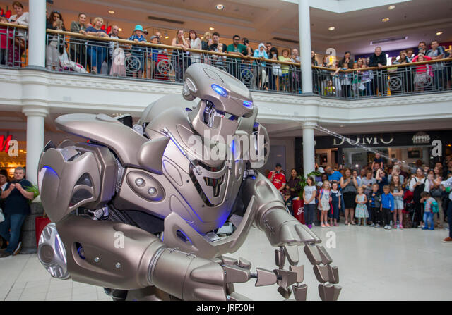 Preston, Lancashire, UK . Titan the robot, spraying water, wows the crowds at St George's Centre. Titan is the - Stock Image