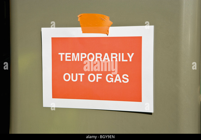 Sign at gas station reading 'Temporarily out of gas' - Stock Image