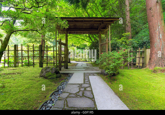 Bamboo gate stock photos bamboo gate stock images alamy for Japanese garden gate