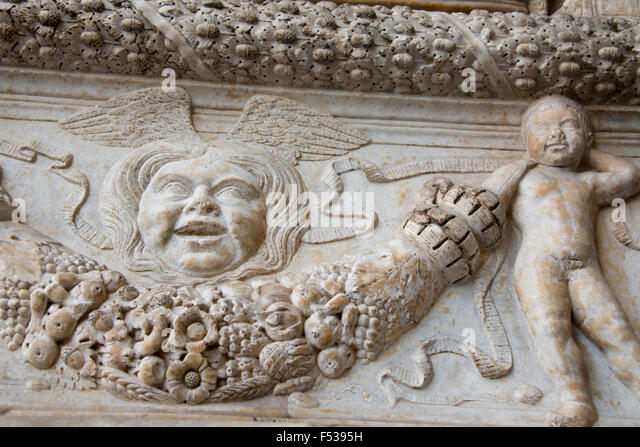 Italy, Naples (Napoli). New Castle c. 1279 (aka Castel Nuovo or Maschio Angioino). Detail of triumphal arch, built - Stock-Bilder