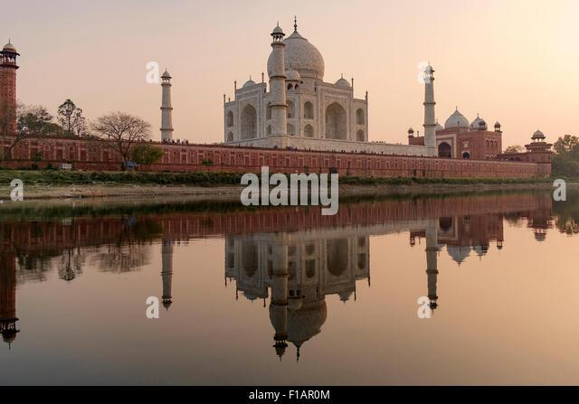 Taj Mahal from the Yamuna river - Stock-Bilder
