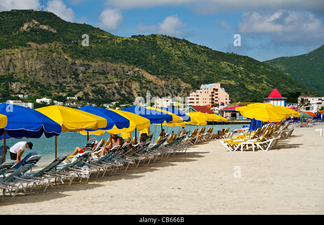 St Maarten Great Bay beach, a popular swimming beach that parallels Front Street in Philipsburg - Stock Image