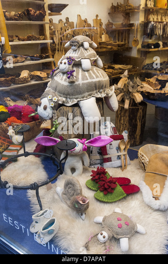 Shop window display showing traditional Estonian handy crafts in the Old Town part of Tallinn, Estonia - Stock Image