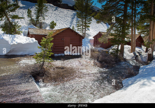 Tioga pass stock photos tioga pass stock images alamy for Sierra nevada cabine
