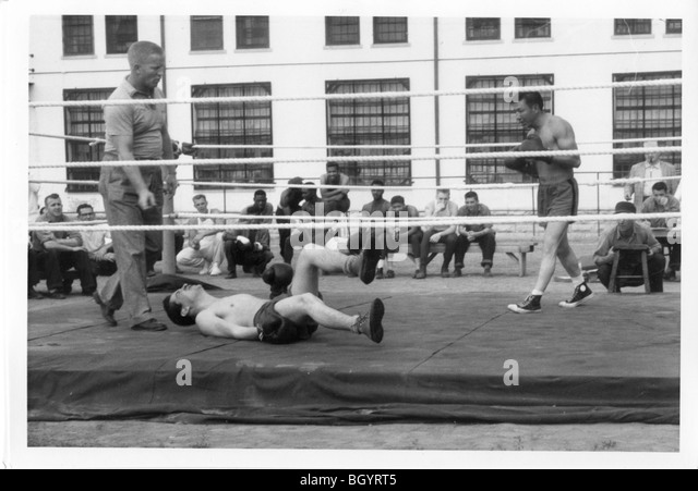 Boxing ring on yard inside prison. Recreational games. Approx 1940-1950. Lincoln, Nebraska, USA. - Stock Image
