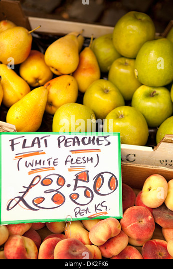 Close up high angle view of organic apples, apricots and pears with price sign at farmer's market - Stock Image
