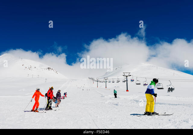 Skiers at Gudauri ski resort, Georgia, Caucasus region, Central Asia, Asia - Stock-Bilder