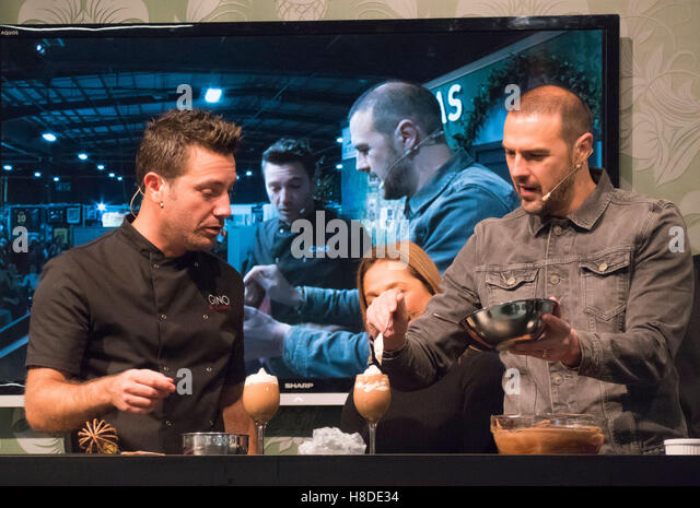 Manchester, UK. 10th November, 2016.  Gino D'Acampo, celebrity chef, entertains crowds of visitors at the 'Ideal - Stock Image