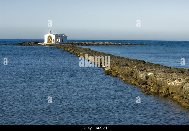 One reaches Greece, Crete, Georgioupouli, the agio Nikolaos band in the fishing harbour about of a long mole in - Stock Image