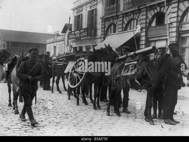 9GR 1915 11 22 A1 Greek artillery Thessaloniki 1915 World War 1 Greece Greek artillery in the port of Thessaloniki - Stock Image