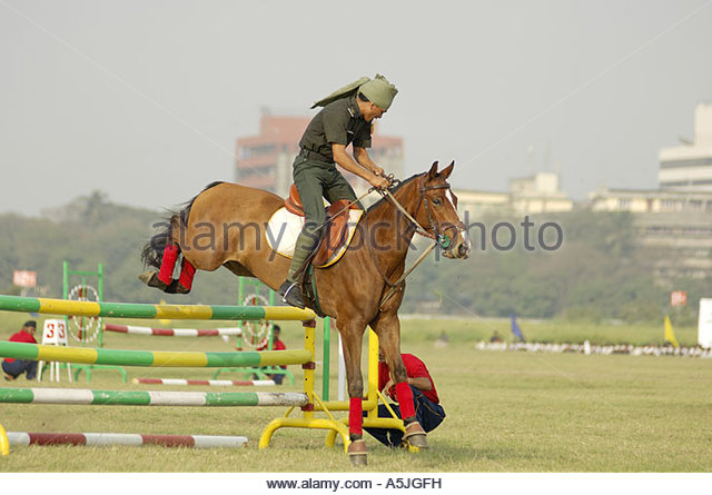 equestrian sports horse display show jumping mahalaxmi race course Mumbai Maharashtra - Stock Image